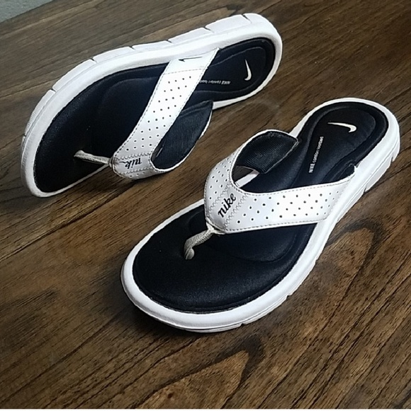 separation shoes 746e4 03ee3 Nike Comfort Footbed Womens Thong Flip Flops. M5b92074ba5d7c6a868c4cdeb